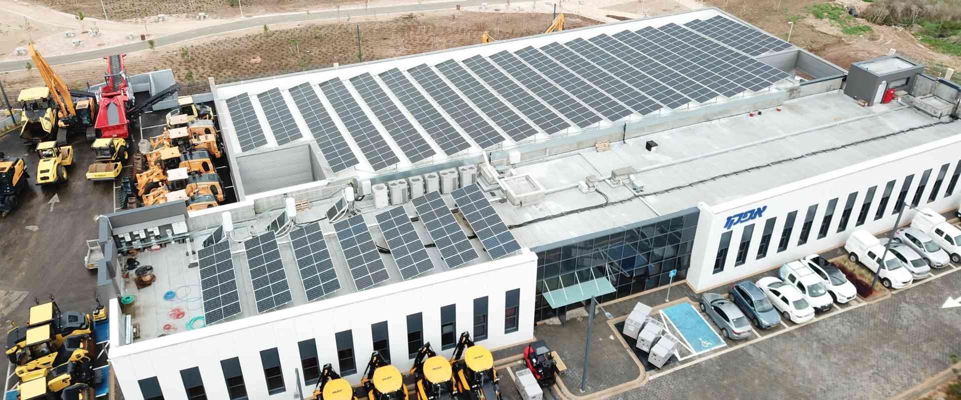 מערכת סולארית עסקית על גגות מפעלים