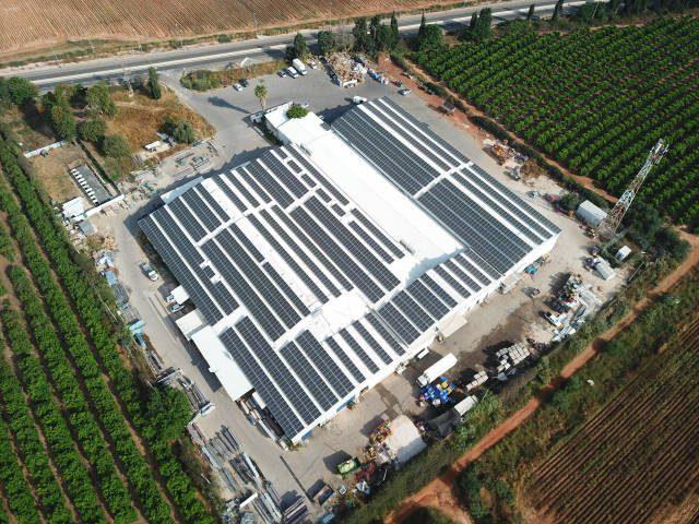 מערכות סולאריות על גגות מפעלים בתעשייה